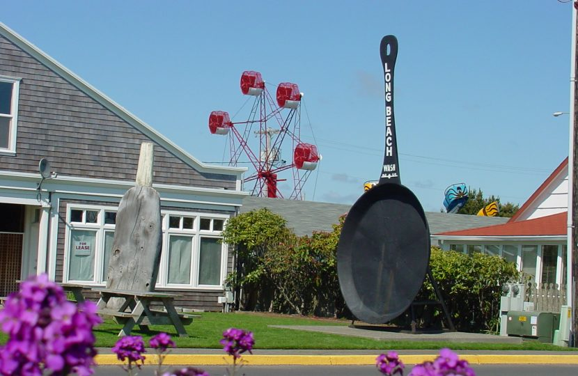 World's Largest Fry Pan and Spitting Razor Clam